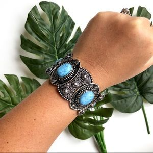 Accessories - Stretchy Silver Turquoise Bracelet